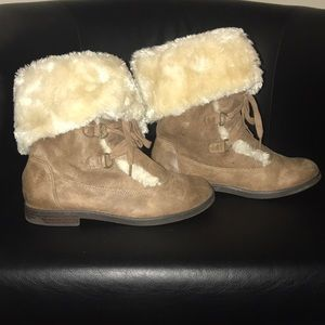 Girls Distressed Old Navy Leather And Furry boot